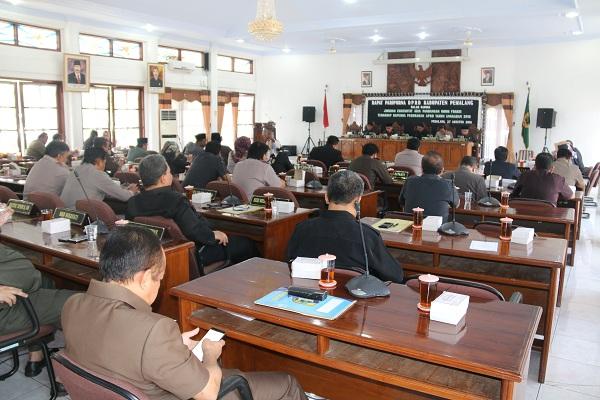 Rapat Paripurna Jawaban Fraksi thd Raperda APBD 2018